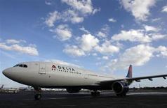Delta Airlines a passé une commande de 10 d'Airbus A330-300 et 30 Airbus A321 livrables entre 2015 et 2017. /Photo prise le 2 janvier 2013/REUTERS/Jeff Haynes