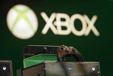 Una consola Xbox One de Microsfot durante la muestra de videojuegos Gamescome en Colonia, Alemania, ago 23 2013. Tiendas minoristas en muchos mercados se quedaron sin consolas del Xbox One, de Microsoft, disponibles para pre venta, dijo un ejecutivo de la compañía, antes de una gran disputa en noviembre con el rebajado Playstation 4 de Sony. REUTERS/Ina Fassbender
