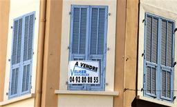 Les taux des prêts immobiliers ont poursuivi en août en France la remontée amorcée en juillet après une baisse ininterrompue depuis début 2012, selon les données de l'observatoire Crédit logement/CSA. Les taux moyens des prêts du secteur concurrentiel (hors assurance et coût des sûretés) se sont établis le mois dernier à 2,98%, contre 2,92% en juillet. /Photo od'archives/REUTERS/Eric Gaillard