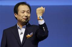 Shin Jong-kyun, President and CEO, head of IT and Mobile Communication division of Samsung presents the Samsung Galaxy Gear smartwatch during its launch at the 'Samsung UNPACKED 2013 Episode 2' at the IFA consumer electronics fair in Berlin, September 4, 2013. REUTERS/Tobias Schwarz