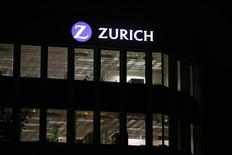 Zurich Insurance a lancé une enquête interne pour déterminer si Pierre Wauthier, un Franco-Britannique de 53 ans qui a mis fin à ses jours, était en situation de souffrance au travail. Selon des sources proches du dossier, Josef Ackermann, le président du groupe d'assurance et son directeur financier n'étaient pas d'accord sur certains des objectifs triennaux fixés en 2010. /Photo prise le 2 septembre 2013/REUTERS/Arnd Wiegmann