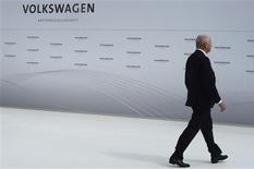 File picture shows Ferdinand Piech, chairman of the supervisory board of Volkswagen during a welcome ceremony at the plant of German carmaker Volkswagen in Wolfsburg, April 23, 2012. REUTERS/Fabian Bimmer/Files