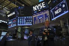 La Bourse de New York a ouvert en hausse vendredi, les derniers chiffres mensuels de l'emploi inférieurs aux attentes étant surtout perçus comme une raison pour la Réserve fédérale de maintenir au moins temporairement son soutien aux marchés. Quelques minutes après le début des échanges, l'indice Dow Jones gagne 0,24% à 14.972,80 points, le Standard & Poor's 500 progresse de 0,31% et le Nasdaq Composite prend 0,33%. /Photo prise le 5 septembre 2013/REUTERS/Brendan McDermid