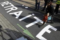 La réforme des retraites annoncée le mois dernier en France est positive pour la signature du pays mais ne paraît pas suffisante pour assurer la pérennité du système à long terme, estime l'agence de notation Fitch Ratings vendredi. /Photo d'archives/REUTERS/Stéphane Mahé