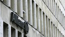 La division française de l'assureur Allianz a annoncé vendredi la vente de la totalité de sa participation de 21% dans Oddo et Cie, au terme d'un accord conclu avec Philippe Oddo, associé gérant de la société financière. /Photo d'archives/REUTERS/Michaela Rehle