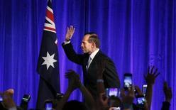 Лидер австралийских консерваторов Тони Эббот на встрече со сторонниками в Сиднее 7 сентября 2013 года. Тони Эббот станет новым премьером после убедительной победы на парламентских выборах в эти выходные. REUTERS/David Gray