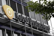 Selon le Financial Times, Vodafone pourrait ne pas atteindre le seuil de 75% d'acceptation de son offre sur le câblo-opérateur allemand Kabel Deutschland, qui court jusqu'à mercredi. /Photo prise le 24 juin 2013/REUTERS/Michaela Rehle