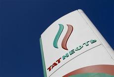 Логотип Татнефти на автозаправке в Москве 8 апреля 2013 года. Средняя по объемам добычи нефти в РФ компания Татнефть более чем в три раза нарастила чистую прибыль по МСФО во втором квартале 2013 года до 14,9 миллиарда рублей вопреки сокращению цен на нефть. REUTERS/Maxim Shemetov