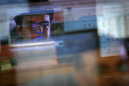 A broker monitors share prices while trading at a brokerage firm in Mumbai August 22, 2013. REUTERS/Danish Siddiqui