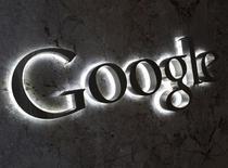 Logo da Google na entrada do escritório da empresa em Toronto, Canadá, 5 de setembro de 2013. O Google ofereceu novas concessões com o objetivo de encerrar uma investigação de três anos sobre reclamações de que a empresa bloqueia competidores e para evitar uma possível multa de 5 bilhões de dólares, disse a Comissão Europeia nesta segunda-feira. REUTERS/Chris Helgren