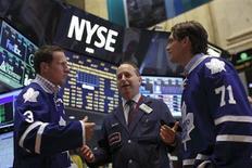Wall Street a ouvert en hausse lundi après la publication de chiffres encourageants sur l'économie chinoise. Quelques minutes après le début des échanges, le Dow Jones gagne 0,49%. Le Standard & Poor's 500 progresse de 0,49% et le Nasdaq de 0,71%./Photo prise le 6 septembre 2013/REUTERS/Brendan McDermid