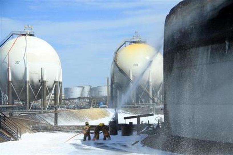 Chronology: Pump collapse, leak caused Venezuela refinery