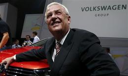 Le président du directoire de Volkswagen, Martin Winterkorn, au salon de Francfort. Le constructeur allemand vise 9,5 millions de voitures vendues en 2013 contre 9,3 millions en 2012. /Photo prise le 9 septembre 2013/REUTERS/Ralph Orlowski
