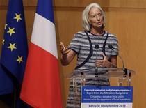 Christine Lagarde, la directrice générale du Fonds monétaire international, a pressé mardi les pays de la zone euro de mettre en place rapidement leur projet d'union bancaire pour permettre de tirer un trait définitif sur la crise. /Photo prise le 10 septembre 2013/REUTERS/Jacky Naegelen