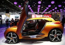 La Renault Captur, un concept car, présenté au 65e salon de Francfort. La marque au losange a déclaré mardi vouloir réaliser 55 à 60% de ses ventes hors d'Europe d'ici 2016 grâce à la Chine, priorité de la deuxième partie de son plan stratégique. /Photo prise le 10 septembre 2013/REUTERS/Kai Pfaffenbach