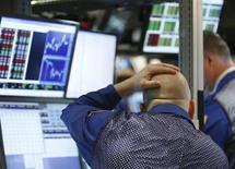 Au New York Stock Exchange. Goldman Sachs Group, Visa et Nike vont intégrer le Dow Jones le 23 septembre à la faveur du plus important chambardement qu'ait connu l'indice phare de Wall Street depuis près de 10 ans. /Photo d'archives/REUTERS/Brendan McDermid