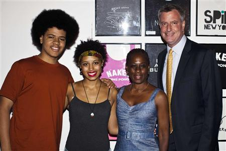 New York City mayoral candidate Bill de Blasio (R), his wife Chirlane McCray (2nd R), daughter Chiara (2nd L) and son Dante pose for a picture as they arrive to speak with supporters at an event in Manhattan, New York, in this August 18, 2013 file photo. REUTERS/Eduardo Munoz/Files