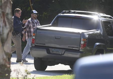 Geroge Zimmerman (R) walks toward his vehicle before entering a house that he and his wife Shellie Zimmerman were renting in Lake Mary, Florida September 9, 2013. REUTERS/Red Huber/Orlando Sentinel