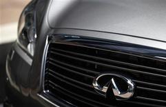Après plusieurs années de rentabilité faible due à la vigueur du yen, Infiniti, la marque haut de gamme de Nissan, atteindra son objectif de marge d'exploitation sur l'exercice fiscal en cours, selon son président Johan de Nysschen. /Photo d'archives/REUTERS/Tyrone Siu