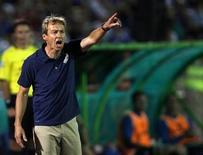Técnico da seleção norte-americana Jurgen Klinsmann é visto durante emistoso do time contra a Bósnia, em Sarajevo. Os Estados Unidos comemoraram a classificação para a Copa do Mundo de 2014 com uma vitória por 2 x 0 sobre o México na terça-feira, mas o verdadeiro teste da equipe comandada por Klinsmann será somente na competição a ser realizada no Brasil. 14/08/2013 REUTERS/Dado