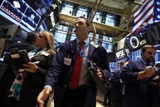 Wall Street a ouvert jeudi sans tendance bien nette, après une série de sept séances dans le vert. Quelques minutes après l'ouverture, le Dow Jones gagne 0,04%, le S&P-500 cède 0,05% et le Nasdaq abandonne 0,03%. /Photo prise le 9 septembre 2013/REUTERS/Brendan McDermid