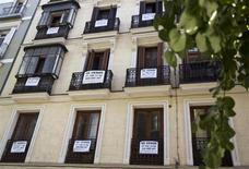 "Signs saying ""For Sale"" hang on the balconies of an apartment block in central Madrid, June 14, 2012. REUTERS/Paul Hanna"