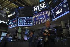 La décision attendue cette semaine concernant le ralentissement du programme massif de soutien à la croissance de la Réserve fédérale américaine, qui a injecté environ 2.750 milliards de dollars (2.070 milliards d'euros) dans les marchés financiers en cinq ans, devrait mettre fin à des mois d'incertitudes. /Photo prise le 5 septembre 2013/REUTERS/Brendan McDermid