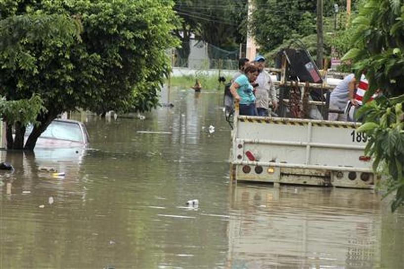 Hurricane Ingrid, Storm Manuel drench Mexico, kill 17 - Reuters