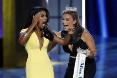 Miss Nova York, Nina Davulri, é escolhida como Miss EUA 2014, em Atlantic City, Nova Jersey. Nina Davuluri venceu o Miss EUA 2014 na noite de domingo, tornando-se a primeira candidata de ascendência indiana a conquistar a coroa, que foi pelo segundo ano consecutivo para a Miss Nova York. 15/09/2013. REUTERS/Lucas Jackson
