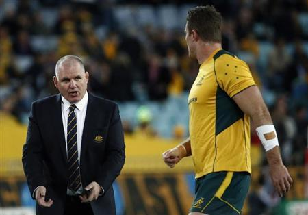 Australian Wallabies head coach Ewen McKenzie (L) talks with team captain James Horwill before the start of the Bledisloe Cup rugby test match against the New Zealand All Blacks at Stadium Australia in Sydney August 17, 2013. REUTERS/David Gray