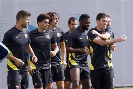 Barcelona's Lionel Messi and teammates take part in a training session at Ciutat Esportiva Joan Gamper in Sant Joan Despi near Barcelona, September 17, 2013. REUTERS/Gustau Nacarino