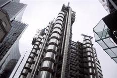 El edficio central dee Lloyd's en Londres, sep 26 2012. Gran Bretaña inició la venta de sus acciones de Lloyds Banking Group, deshaciéndose una participación del 6 por ciento en el prestamista parcialmente nacionalizado y reuniendo 3.200 millones de libras esterlinas (5.100 millones de dólares). REUTERS/Neil Hall