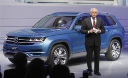 Dr. Ulrich Hackenberg, Member of the Board, Volkswagen Brand, speaks next to the 2014 Touran Cross Blue at the North American International Auto Show in Detroit, Michigan January 14, 2013. REUTERS/Rebecca Cook