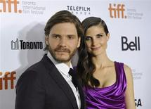 """Cast member Daniel Bruehl poses on the red carpet with girlfriend Felicitas Rombold before a screening of the film """"Rush"""" at Roy Thomson Hall during the 38th Toronto International Film Festival in Toronto September 8, 2013. REUTERS/Jon Blacker"""