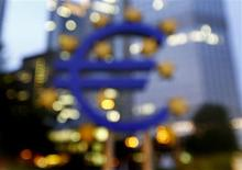 The euro sign landmark is seen outside the headquarters of the European Central Bank (ECB) in Frankfurt September, 2013. REUTERS/Kai Pfaffenbach