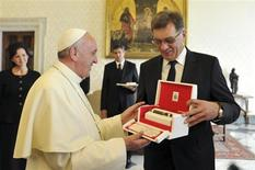 Pope Francis (L) exchanges gifts with Prime Minister of Lithuania Algirdas Butkevicius (C) during a private audience at the Vatican September 19, 2013. REUTERS/Tiziana Fabi /Pool