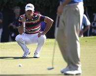 Billy Horschel of U.S. lines up his putt on the 18th green during the first round of the Tour Championship golf tournament at East Lake Golf Club in Atlanta, Georgia September 19, 2013. REUTERS/Tami Chappell