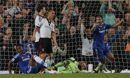 Chelsea's John Obi Mikel (L) celebrates scoring his goal against Fulham with Branislav Ivanovic (R) during their English Premier League soccer match at Stamford Bridge in London September 21, 2013. REUTERS/Eddie Keogh