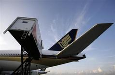A catering truck parks next to a Singapore Airlines (SIA) aircraft at Changi Airport in Singapore May 13, 2009. REUTERS/Vivek Prakash