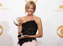 "Actress Anna Gunn from AMC's series 'Breaking Bad"" poses backstage with her award for Outstanding Supporting Actress In A Drama Series at the 65th Primetime Emmy Awards in Los Angeles September 22, 2013. REUTERS/Lucy Nicholson"