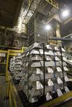 Imagen de archivo de unos lingotes de alumino en la planta de Honda en Anna, EEUU, oct 11 2012. El crecimiento de la actividad manufacturera en Estados Unidos se desaceleró en septiembre debido a un declive en la demanda de productos y a que las empresas contrataron menos trabajadores, mostró un informe de la industria publicado el lunes. REUTERS/Paul Vernon