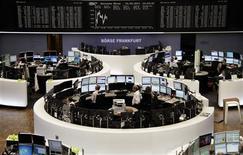 La tendance sur les Bourses européennes reste légèrement positive mardi à mi-séance après la publication d'un indice Ifo du climat des affaires en Allemagne en hausse. Vers 11h05 GMT, à Paris, l'indice CAC 40 gagne 0,58% à 4.196,27 points. À Francfort, le Dax prend 0,19% et à Londres, le FTSE 0,1%. /Photo prise le 24 septembre 2013/REUTERS