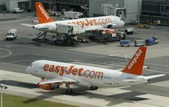 An Easy Jet Airbus A320 aircraft taxis across the tarmac at Manchester Airport at Manchester Airport, northern England June 25, 2013. REUTERS/Phil Noble