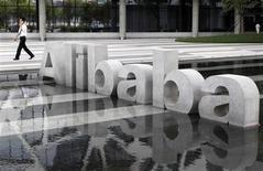 La société chinoise de commerce électronique Alibaba Group Holding a décidé de lancer son introduction en Bourse à New York, les discussions avec les régulateurs de Hong Kong en vue de procéder à une IPO sur place ayant été rompues. /Photo d'archives/REUTERS/Steven Shi