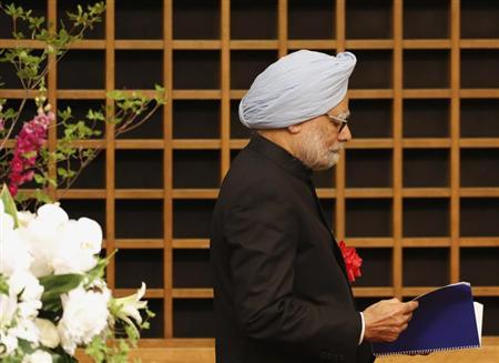 Indian Prime Minister Manmohan Singh walks towards the podium to deliver his speech at a hotel in Tokyo May 28, 2013. REUTERS/Yuya Shino/Files