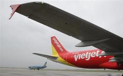 Le directeur général de Vietjet, Luu Duc Khanh, a déclaré que la compagnie vietnamienne à bas coûts prévoyait de commander jusqu'à 92 appareils à Airbus, pour un montant estimé à 8,6 milliards de dollars (6,4 milliards d'euros). /Photo prise le 25 septembre 2013/REUTERS/Kham