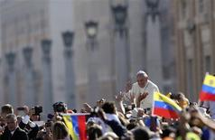 Pope Francis waves as he arrives to lead his Wednesday general audience in Saint Peter's square at the Vatican September 25, 2013. REUTERS/Alessandro Bianchi