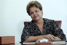 Foto de arquivo da president Dilma Rousseff durante uma reunião no Palácio do Planalto, em Brasília. Dilma afirmou nesta quarta-feira que caberá ao Conselho Administrativo de Defesa Econômica (Cade) avaliar o acordo envolvendo a Telefónica e a holding de controle da Telecom Italia, bem como suas implicações ao Brasil. 17/09/2013 REUTERS/Ueslei Marcelino