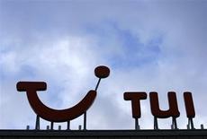 TUI Travel, le premier voyagiste mondial, relève sa prévision de bénéfice pour l'année en cours, en raison d'une demande solide au Royaume-Uni et en Scandinavie pour des voyages estivaux. /Photo d'archives/REUTERS/Christian Charisius