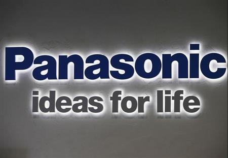 9月26日、パナソニックは、携帯電話端末事業を見直し、今年度下半期以降は国内の個人向けスマートフォンの開発を休止すると発表。写真は同社のロゴ。昨年11月撮影(2013年 ロイター/Yuriko Nakao)